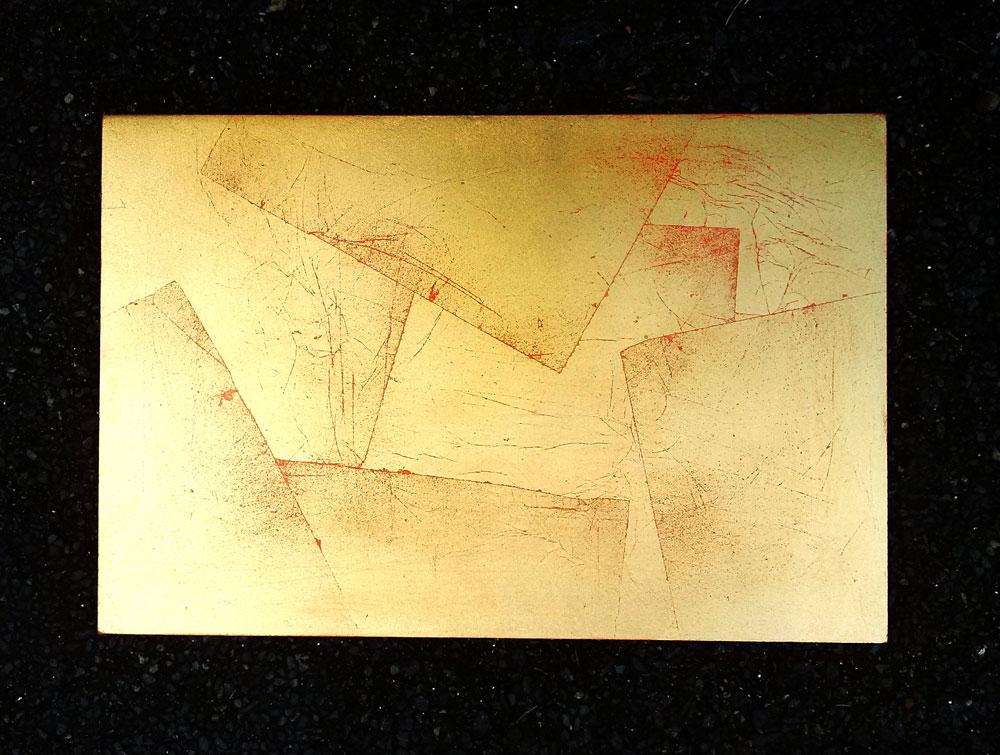 effet de matière à la feuille de cuivre usée, fond rouge, feuille posée en zigzag