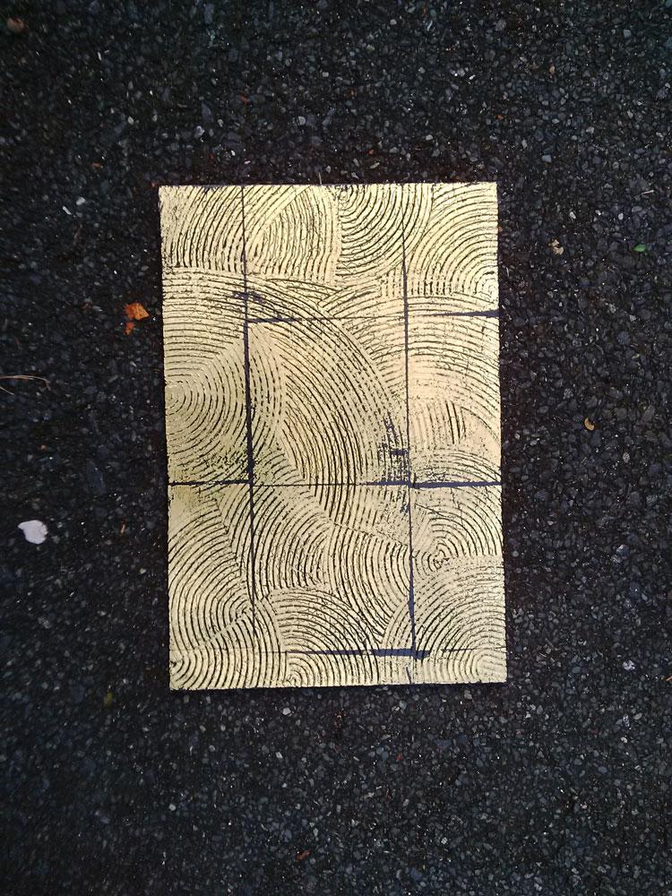 effet de matière inspiration coquillage, fond noir et feuille de cuivre, vernis mat