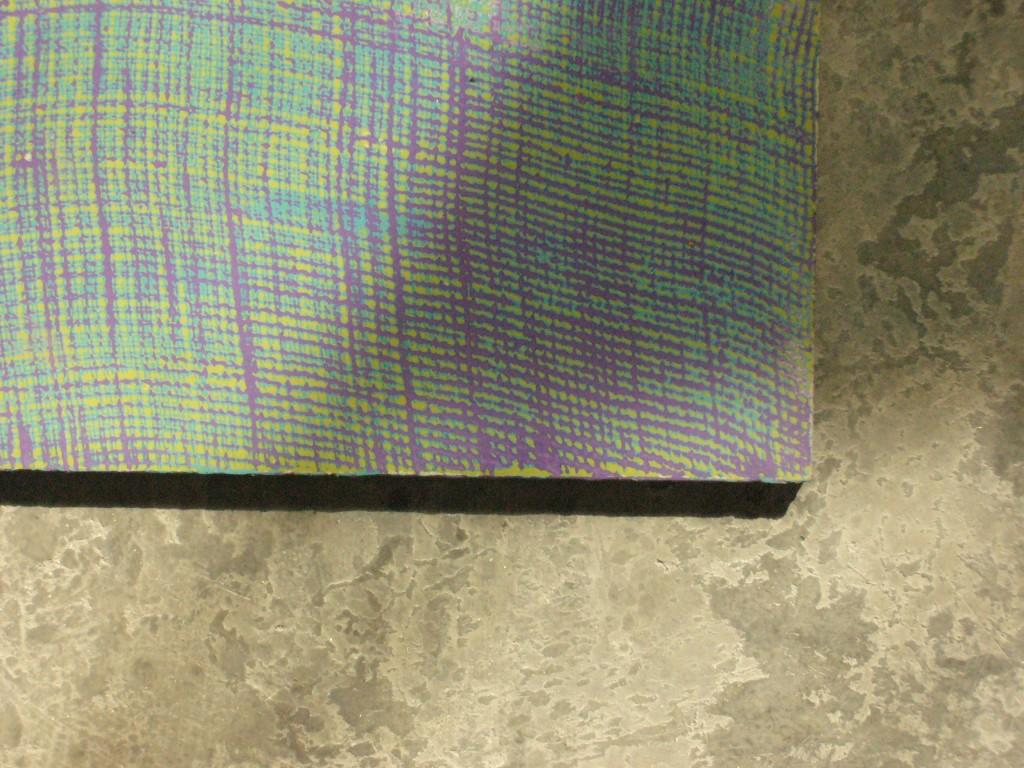 effet de matière réalisé avec du tarlatane, en trois couleurs : vert, violet et jaune